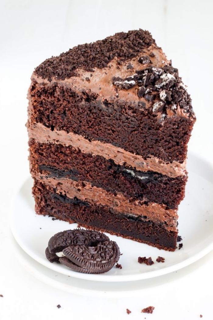 einfacher kuchenteig, stück schokoladentorte mit oreo keksen, torte selber machen
