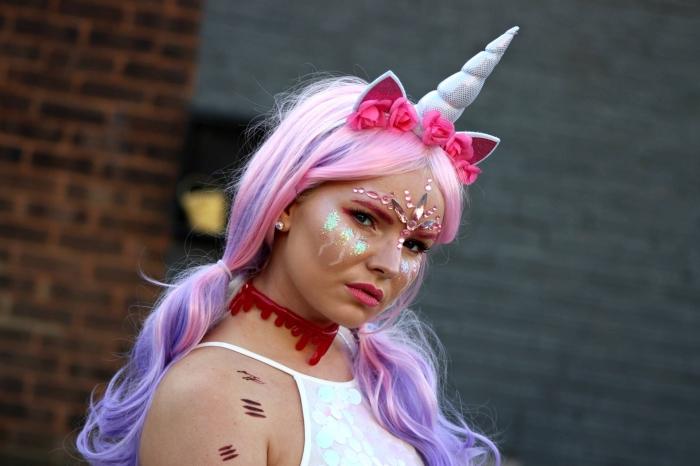 einhorn make up selber machen, haare in rosa und lila, hellrosa steine, kopfschmuck mit blumen