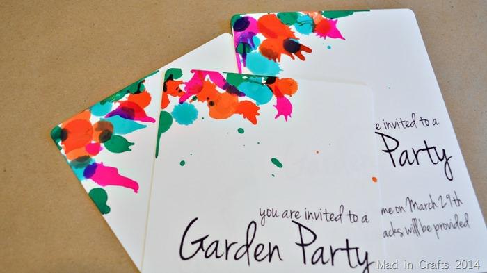 Gartenparty Einladungskarten erstellen, mt bunten Flecken wie Blumen auf weißen Hintergrund
