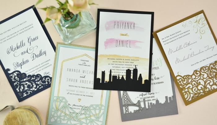 fünf Karten mit Hochzeiteinladungen in verschiedenen Farben, Einladungskarten basteln