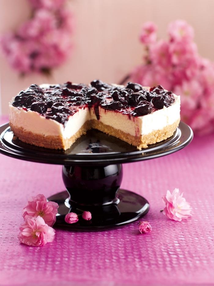 frischkäsetorte ohne backen, philadelphia kuchen mit kirschen rezept, schwarzer tortengestell