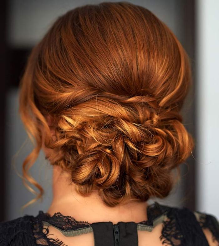 frisuren für lange haare, kupferfarbene haare, großer gewickelter dutt, festliche frisur