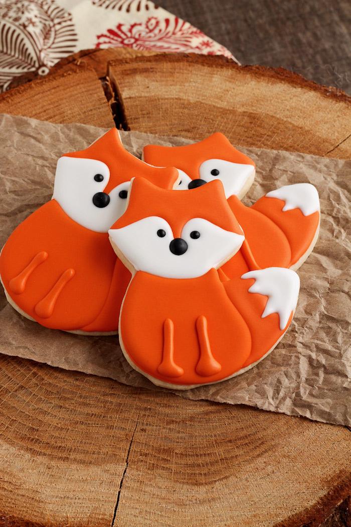 Plätzchen mit Glasur als Füchse für Kinderparty, Kekse backen mit Kindern macht Spaß