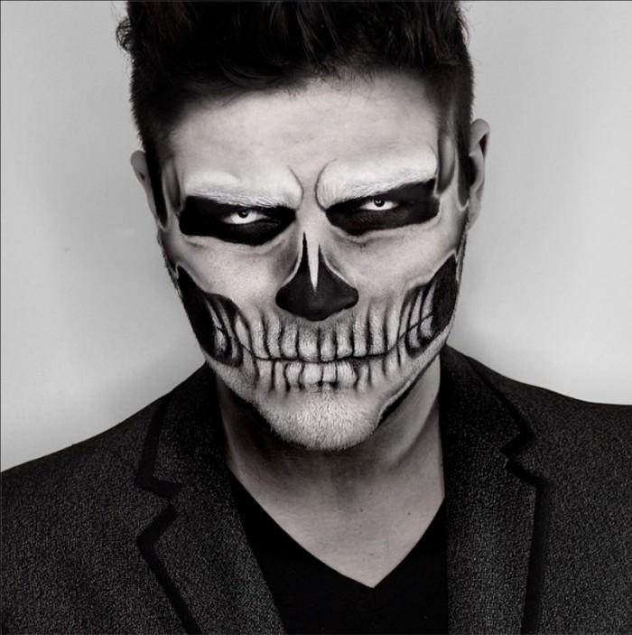 gruseliger halloween kostüm männer, schwarz weißes make up für einen mann
