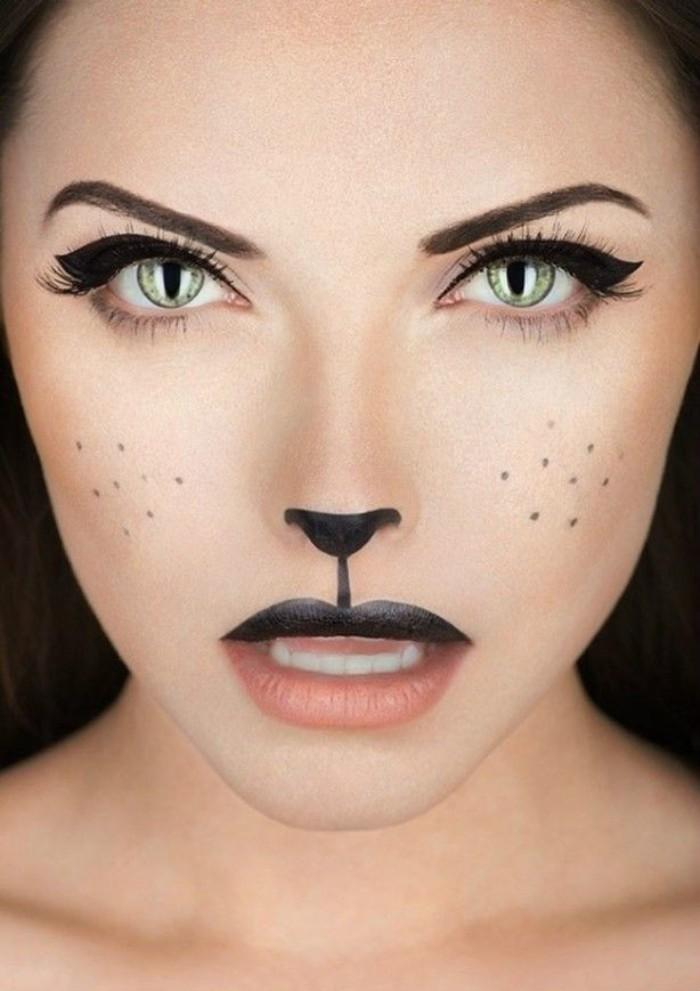 katzen zombie schminken. präzises makeup und linsen zum besseren effekt, lidstrich