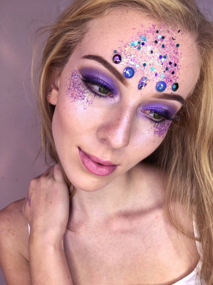 halloween schminke selber machen, einfaches tutorial, make up in lila, unicorn frau