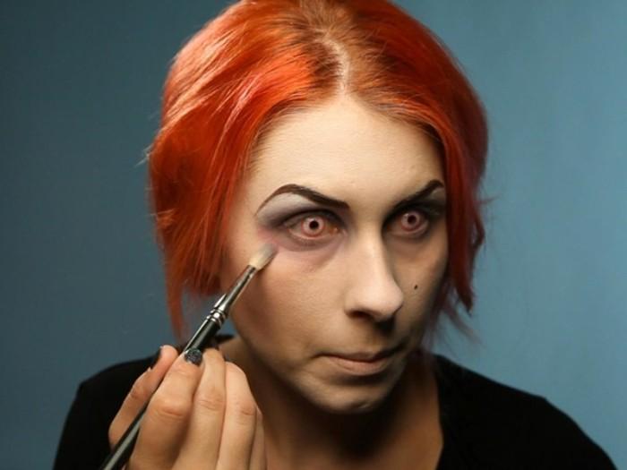 halloween schminken kinder, schritt für schritt die schminke zeigen, große augen mit gelben linsen