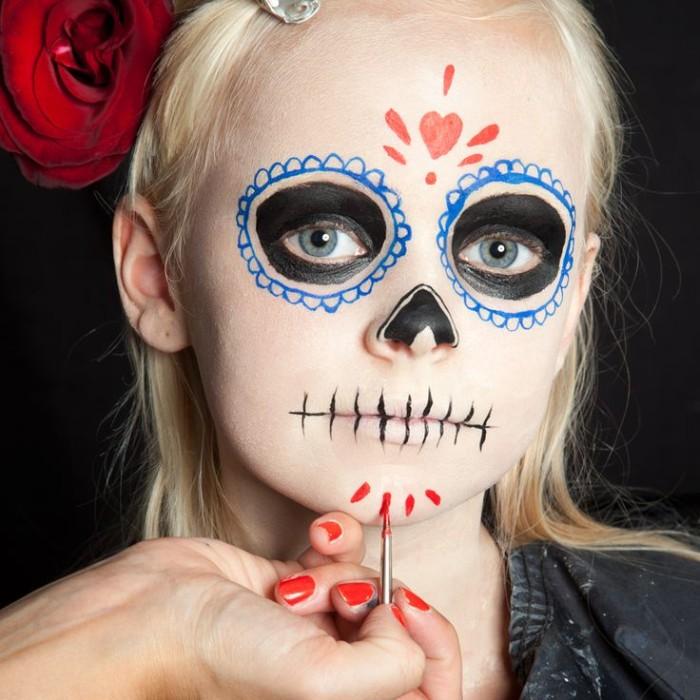halloween schminken kinder ideen mexiko style make up für die kleinen, mama schminkt das kind