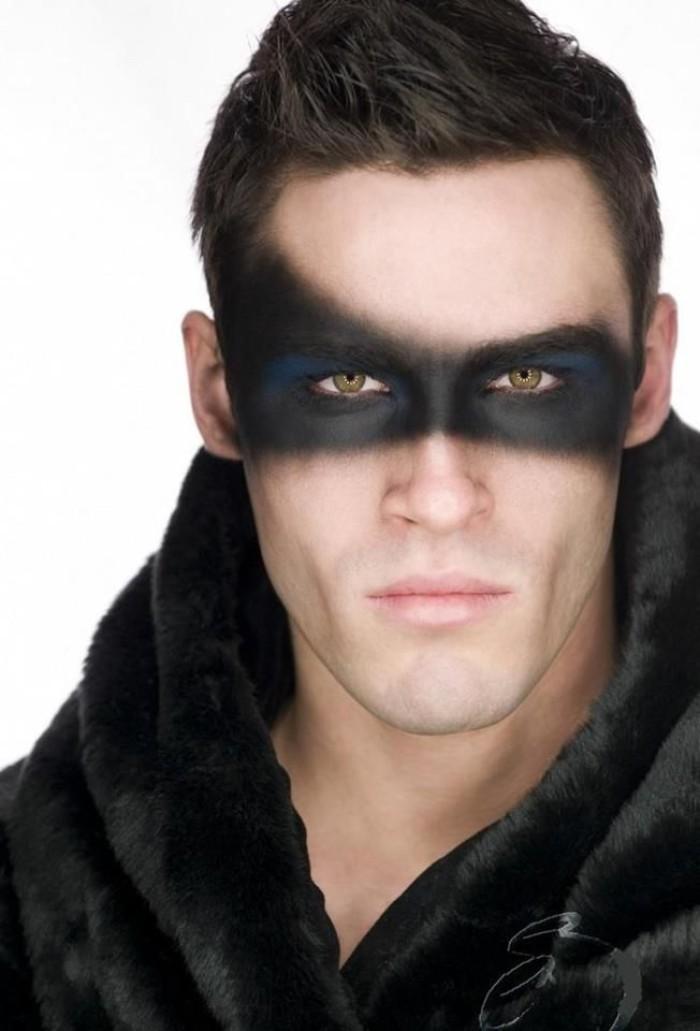 zoro oder ein superheld, schwarze augen schwarzer mantel, grüne augen