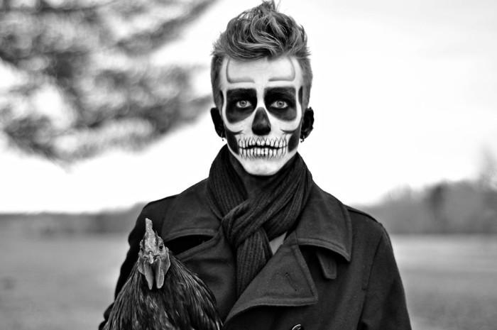 horror make up zum fest der kostüme, schwarz weißes bild für gruseligen effekt
