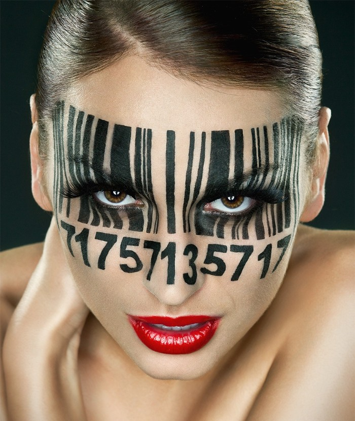 barcode schminken, kreative halloween schminktipps für grauen, schwarzer lidstrich, roter lippenstift