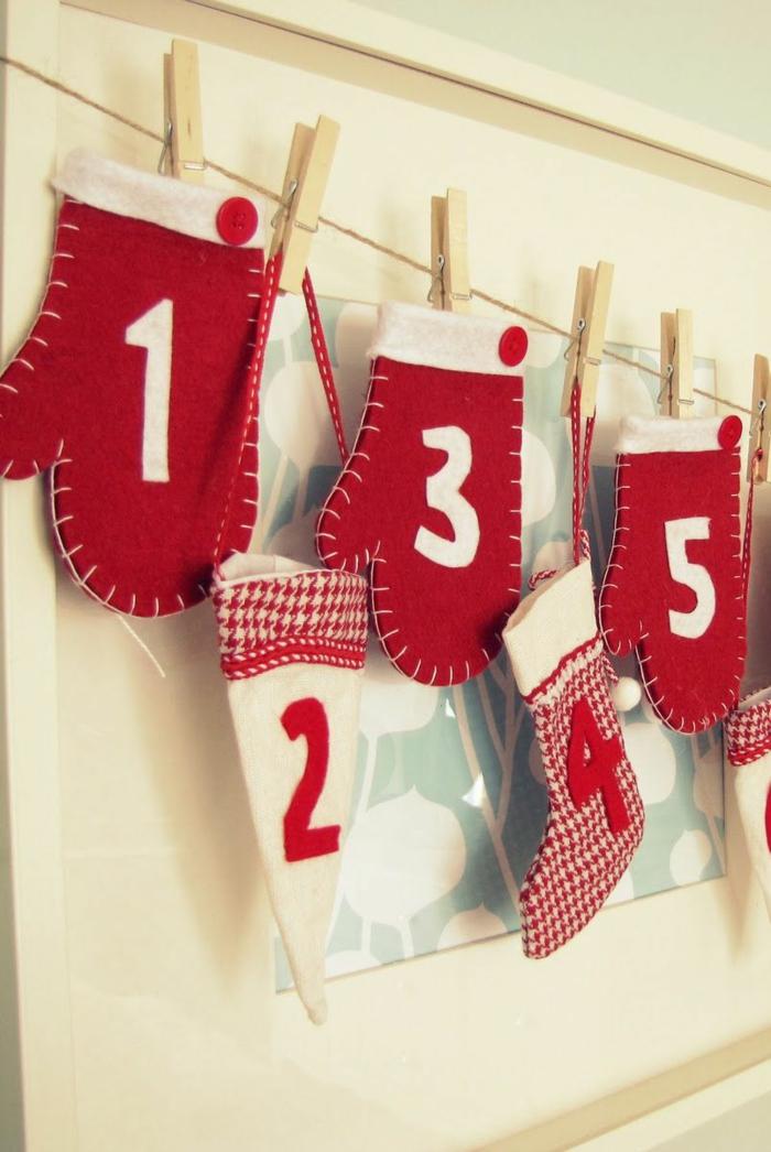 kleine Tüten wie Handschuhe, Mützen und Socken in weihnachtlicher Farben, Adventskalender befüllen
