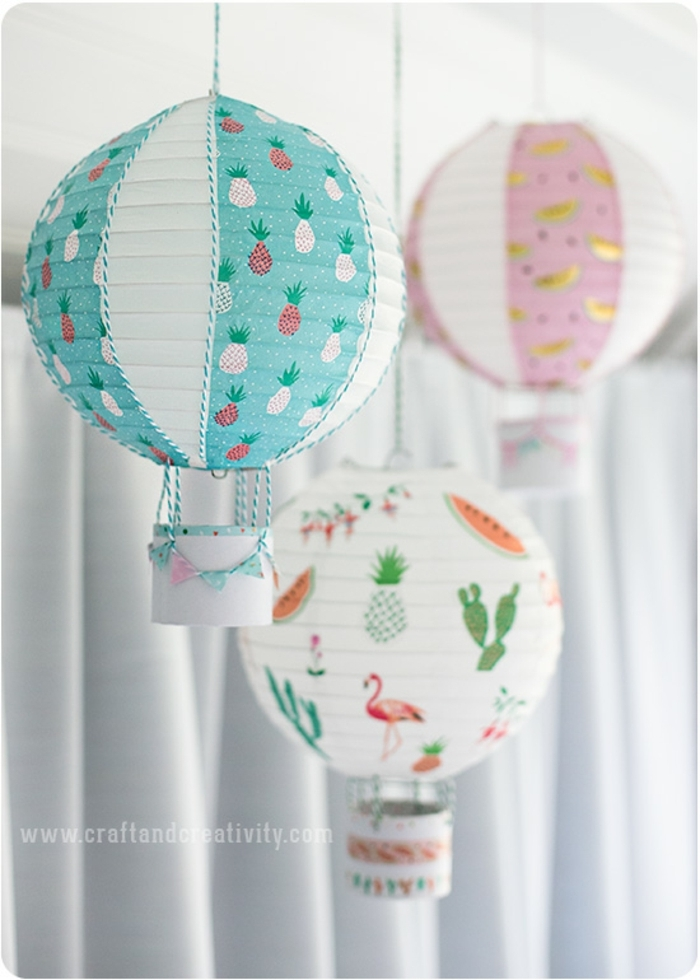 drei Laternen, die wie Heißluftballonen aussehen, mit Motiven von Früchten, Laterne Bastelset