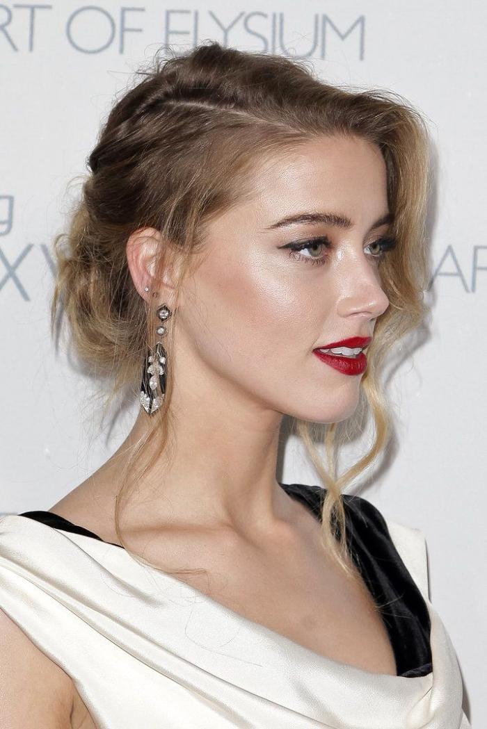 hochsteckfrisuren mittelanges haar, abend make up für blaue augen, roter lippenstift, dutt