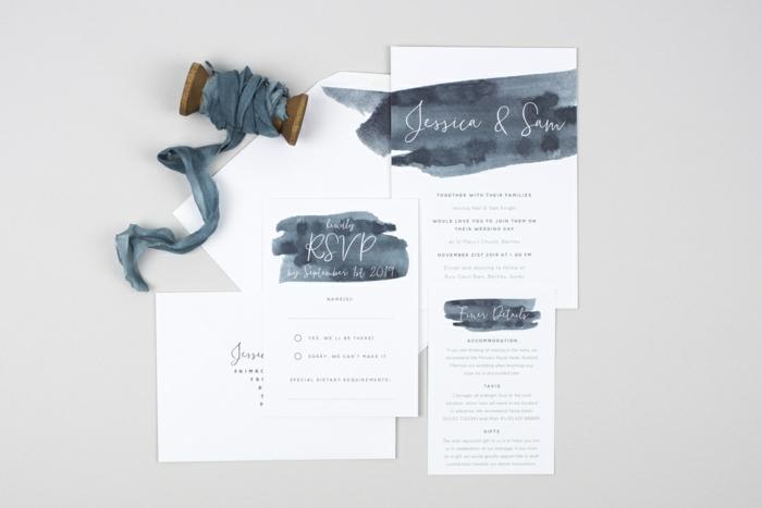 Einladungskarte drucken, weiße und blaue Hochzeitseinladung, weiße und blaue Buchstaben