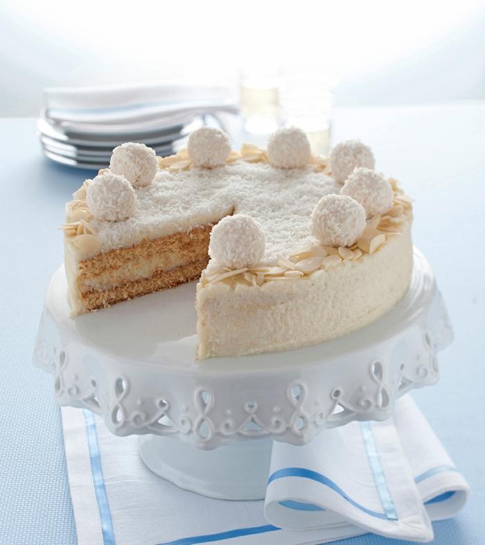 eine gelbe und weiße Torte backen, Raffaello selber machen, Makadamianüsse als Dekoration