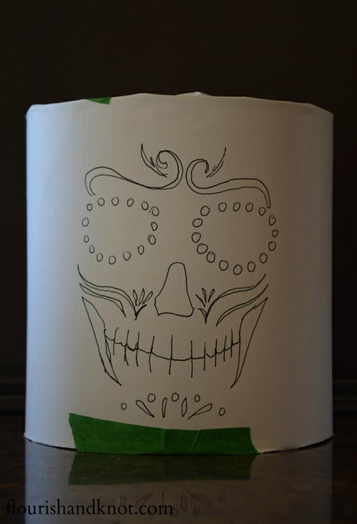 Schritt eins, zeichnen Sie eine mexikanische Totenmaske auf Papier, Laterne Vorlage