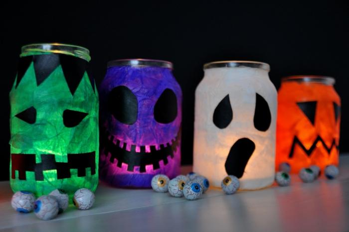 bunte Weckgläser mit der Form von gruseligen Geschöpfen, Laterne für Kinder zum Halloween