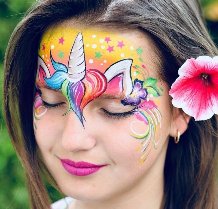 kinderschminken einhorn mädchen, rosa lippenstift, make up in den regenbogen farben, blume