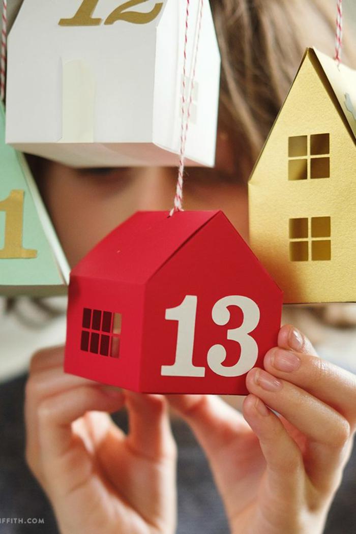 das Häuschen mit dem Nummer dreizehn, Häuschen in roter Farbe, Adventskalender befüllen