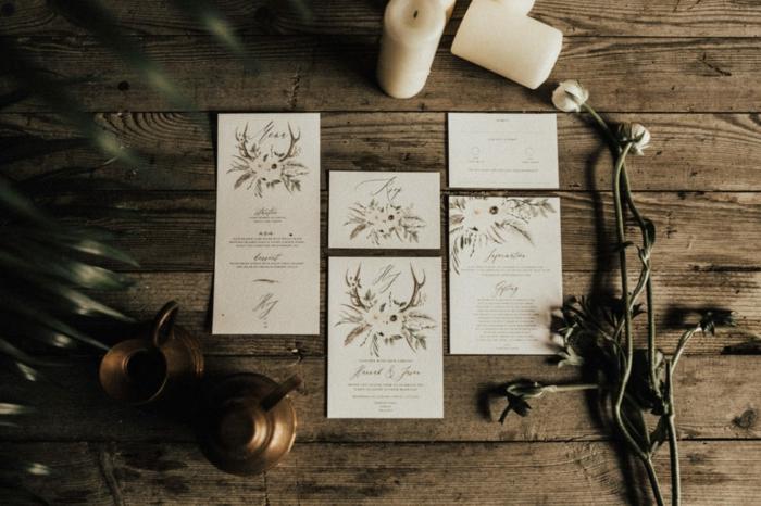 Einladung mit kleinen Blumenstrauß, Einladungskarten drucken, weiße Blumen mit Blättern