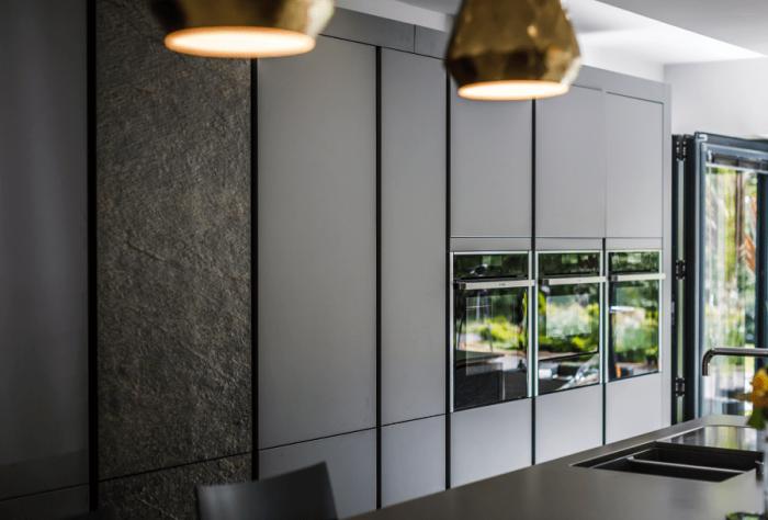 küche planen tipps, küchenschränke in anthrazit, drei ofen, designer möbel, küchenideen