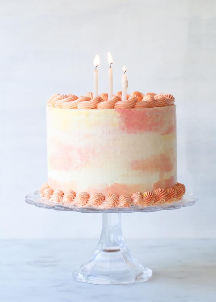 kuchen verzieren, torte im wasserfarben look selber machen, geburtstagstorte deko anleitung
