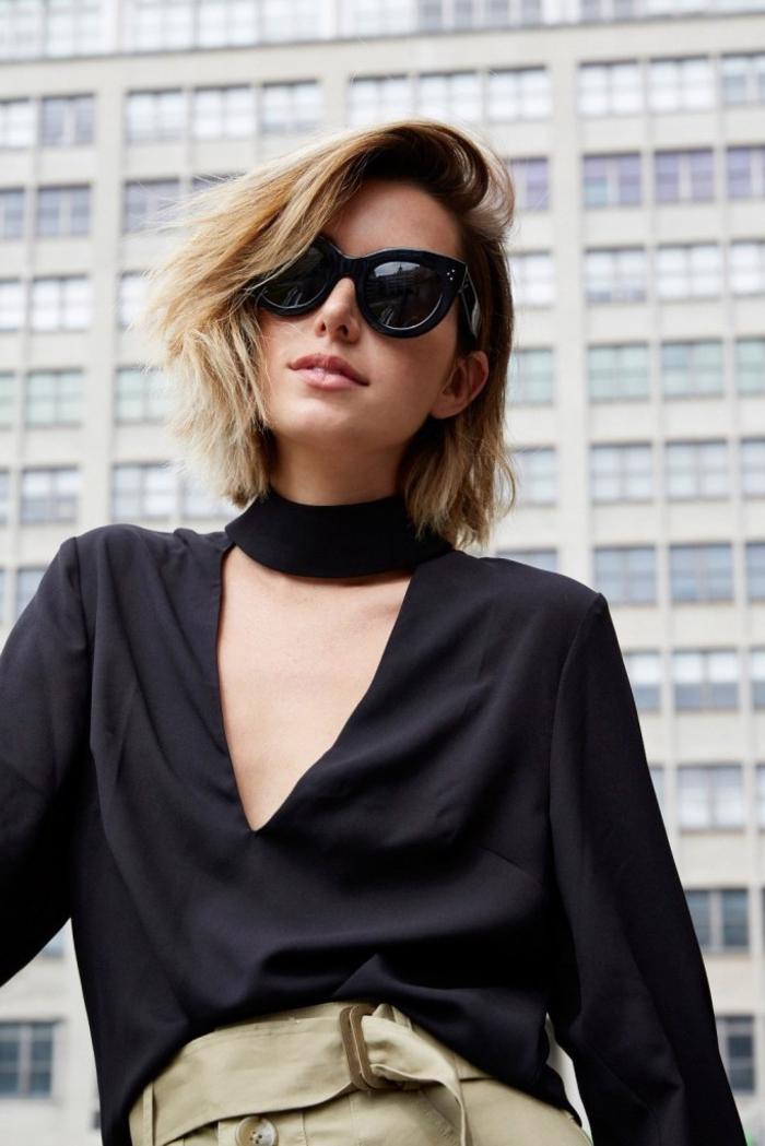 bob frisuren kurz stufig, blonde haare, schwarze bluse, katzeanugen sonnenbrille, schöne decollete