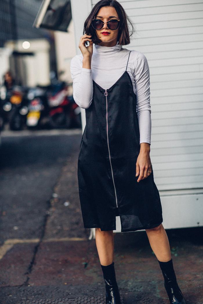 bob frisuren kurz stufig, schwarzes kleid mit zipper, weiße polo bluse darunter, sonnenbrille, rote lippen