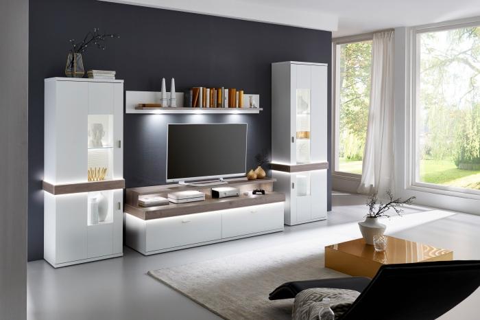 moderne wohnwände, wohnzimemr eirncihten, weiße schrankwand mit led belcuhtung und vitrinen