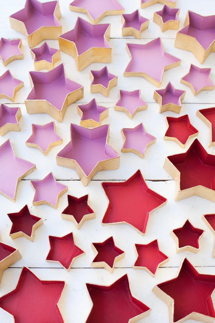 Inneren von Schachteln in rosa und rot streichen, Adventskalender selber machen, Schachteln wie Sterne