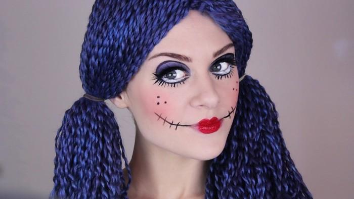 halloween schminkideen für eine gruselige puppe, lila haare geflochten, gubundene künstliche haare, lila makeup