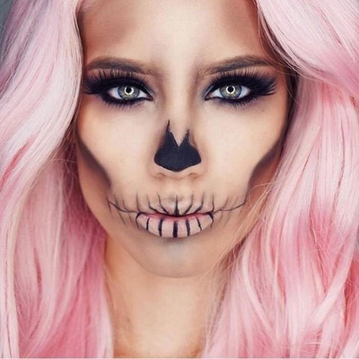 gruselige barbie, halloween schminkideen, rosarotes haar, schminke wie totenkopf, künstliche wimpern