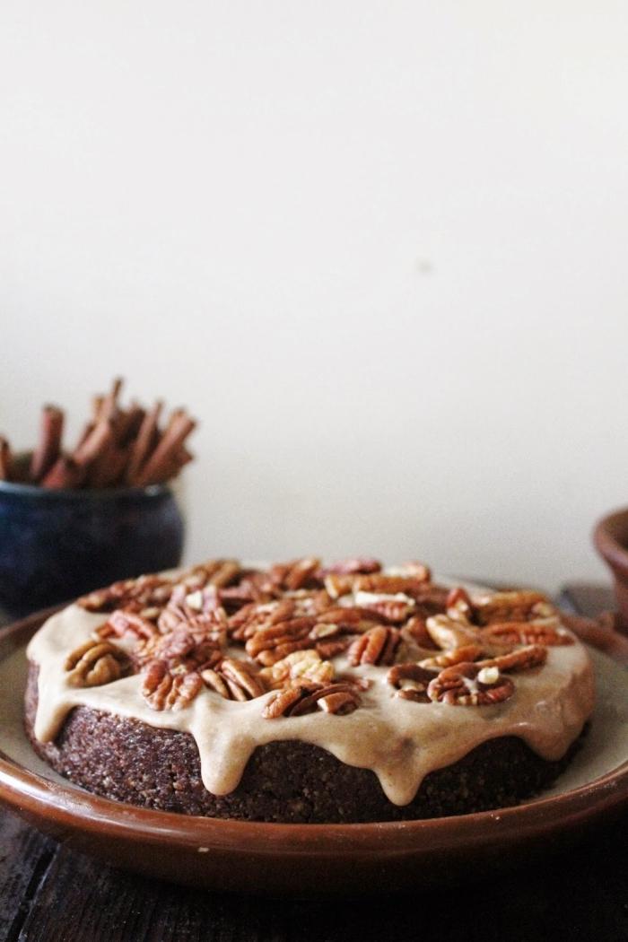 einfacher nachtisch, schoko rührkuchen mit pekannüssen und soße mit karamell, rezept