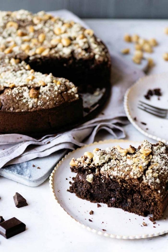 schokuchen mit kakao und hazelnüssen, schokoladenkuchen einfaches rezept