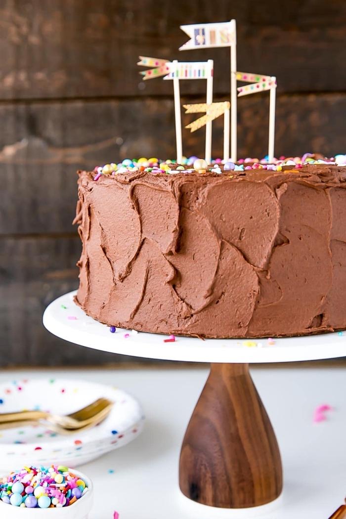 schokokuchen rezept einfach und schnell, geburtstagstorte selber machen, torten dekorieren, schokoladensahne