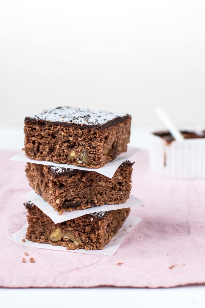 schokoladenkuchen rezept einfach, einfacher kuchen mit kakao, kokos und nüssen