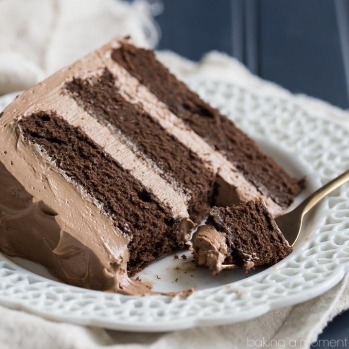 schokoladenkuchen saftig, tortenboden mit kakao, torte mit schokoladensahne, geburtstagstorte