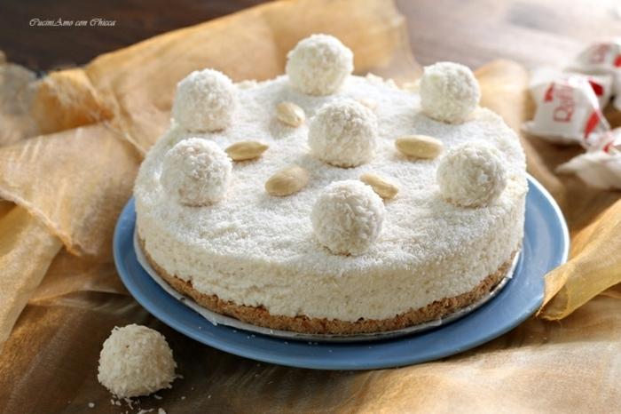 Kokostorte mit Mandeln, Schokoladenboden und Kokosstreusel, Raffaello Pralinen