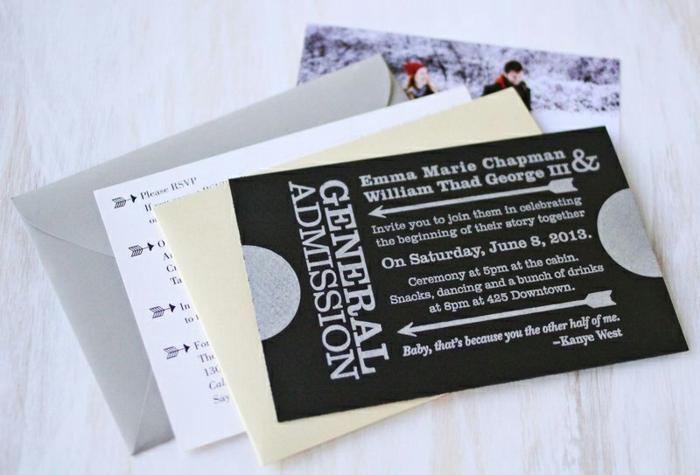 alles was Sie in einen weißen Briefumschlag stecken wollen, ein Foto von Brautpaar inbegriffen, Einladungen basteln