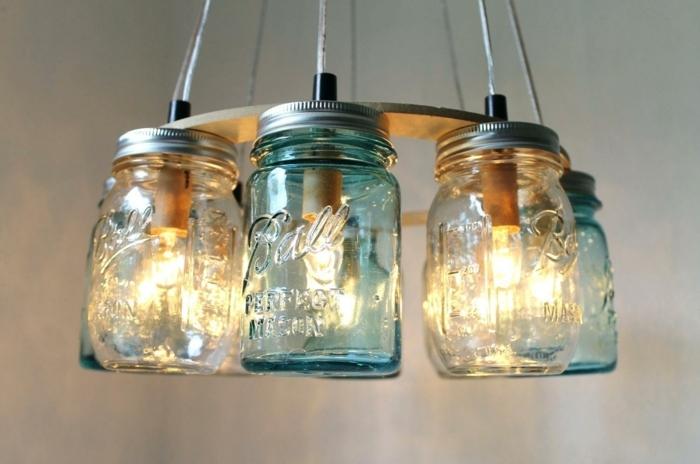 Laterne auf dem Lampenschirm aus Weckgläsern in verschiedener Farbe, Bastelanleitung Laterne
