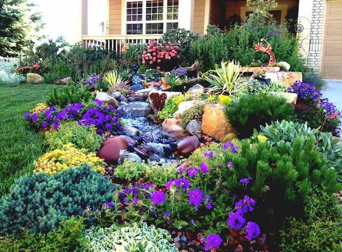 vorgarten mit vielen violetten und gelben blumen und steinen und ein haus mit fenstern, garten gestalten ideen