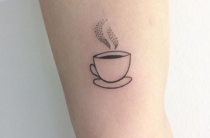 tattoovorlagen ideen für kaffeesüchtige menschen, eine tasse und die aroma davon