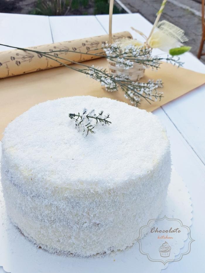 schnelle Tortenrezepte, eine Torte zum Geburtstag wie eine Raffaello Praline, weiße Torte mit Kokos