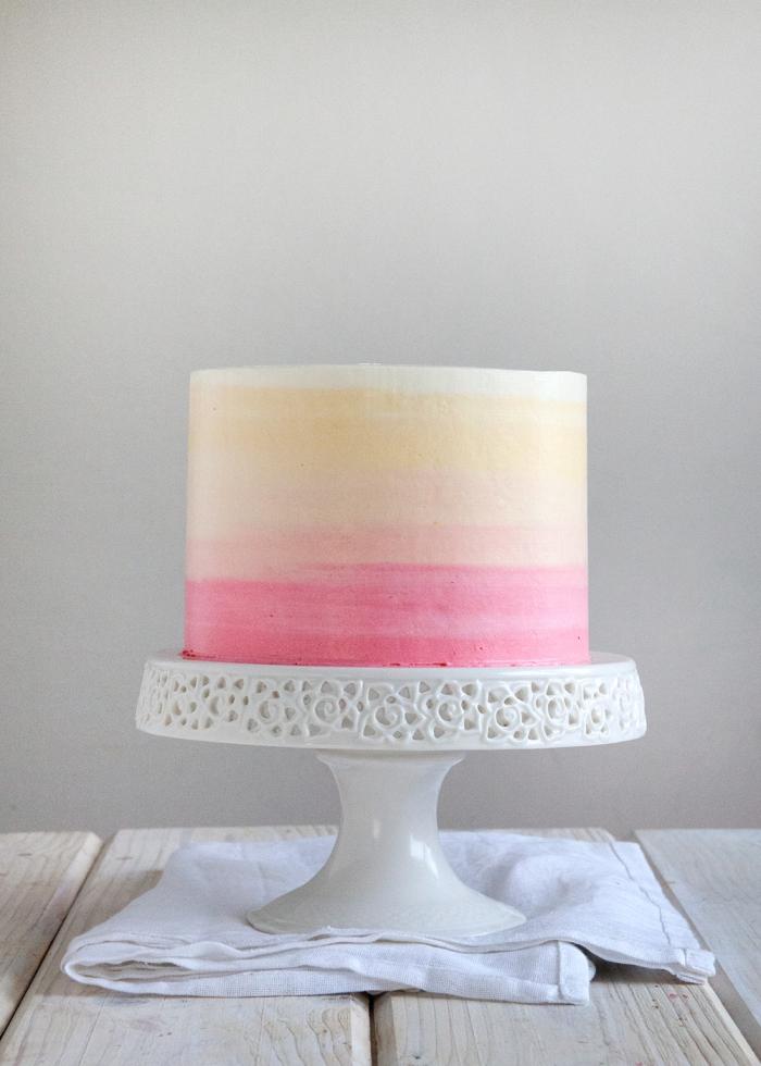 torte selber machen und dekorieren, ombre look, torte zum geburtstag verzieren