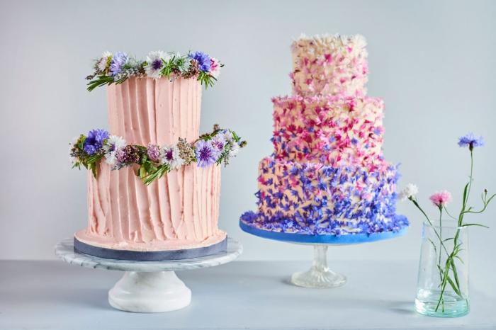 tortendeko hochzeit im boho sil, rosa buttercreme, viele kleine blüten, dekorationideen torte