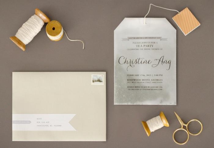eine Einladung zu Teeparty mit weißen Faden verschönert, wie ein Teebeutel designet, Einladungskarte drucken