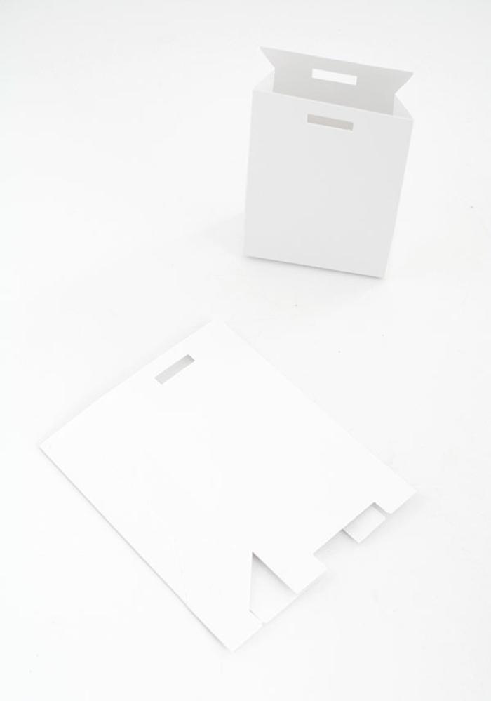 Schachteln in weißer Farbe aus Karton, die Sie benutzen, wenn Sie Adventskalender basteln