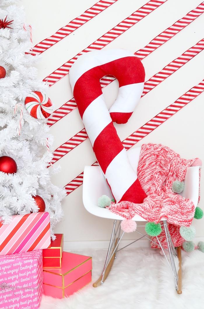 Dekokissen in Form von Zuckerstange selber nähen, kreative Ideen für DIY Weihnachtsdeko