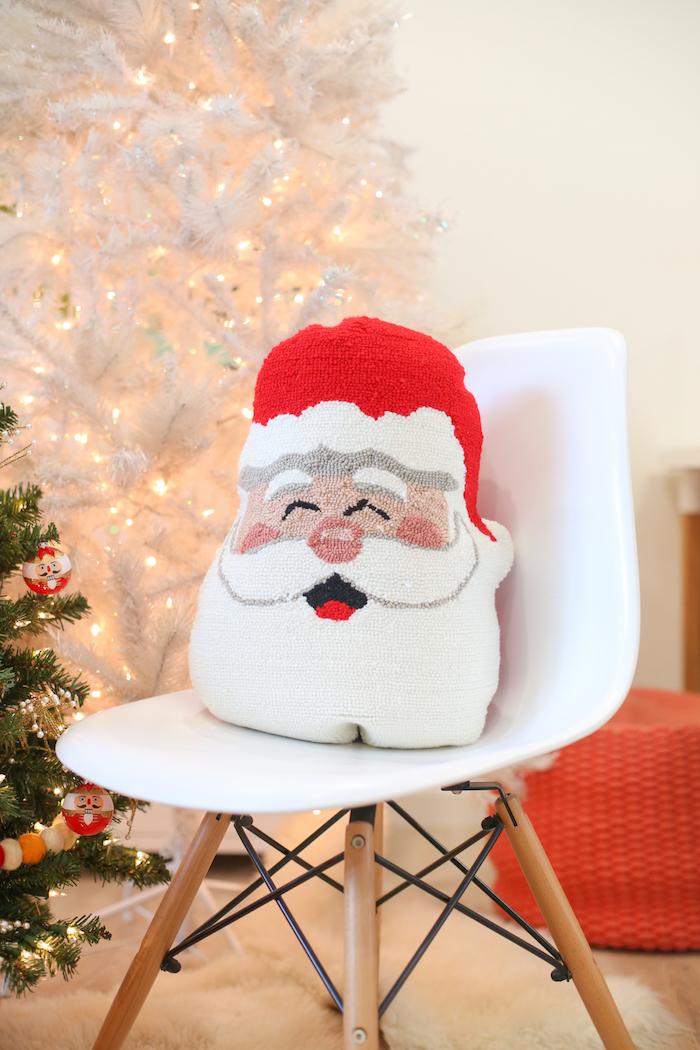 Süßes Weihnachtskissen fürs Wohnzimmer selber nähen, Weihnachtsbasteln Ideen für Groß und Klein